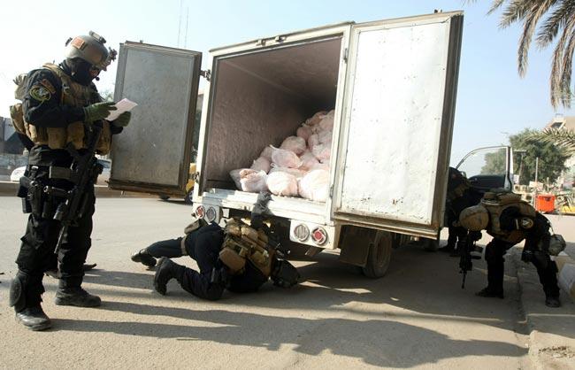 بازرسی کامیون در بغداد