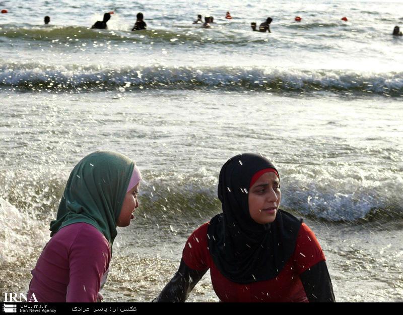 عکس شنای دختران و زنان لبنانی در سواحل مدیترانه