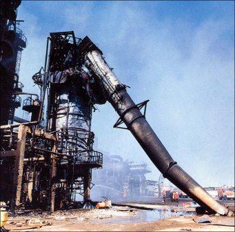 تاسیسات نفتی ایران در زمان جنگ آسیب های زیادی دیدند