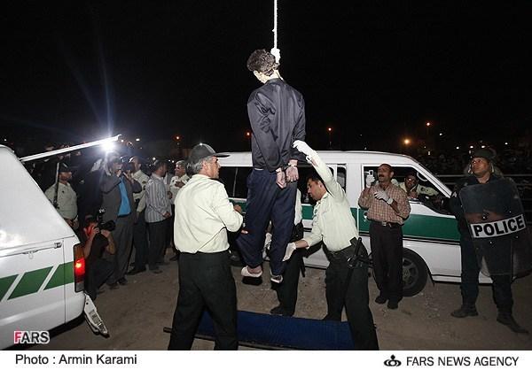 ع  دار حاشیه های اعدام قاتل داداشی (+عکس)