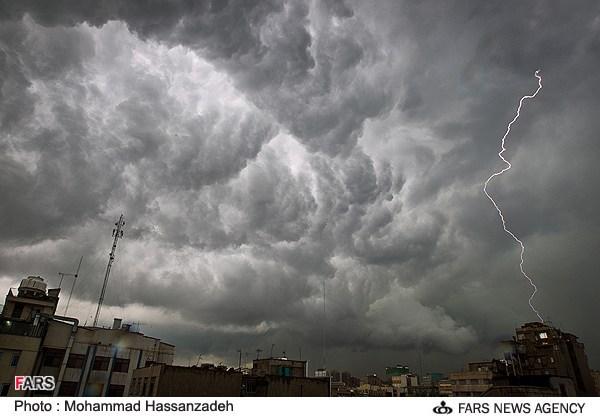 تاریخ واریز عیدی مددجویان کمیته امداد سال 96 رعد و برق در آسمان تهران (عکس)