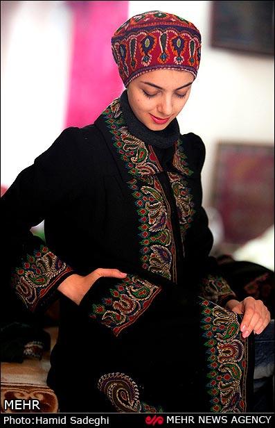 پته دوزی روی مانتو زیبایی زنانه با پته دوزی (گزارش تصویری)