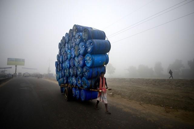 کارگر بنگلادشی در داکا