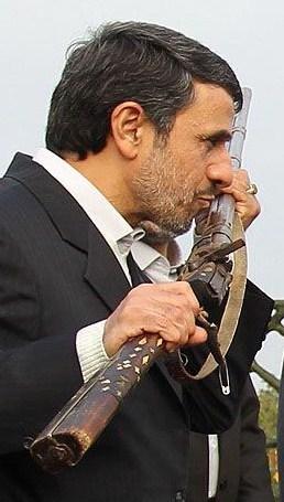 تفنگ و احمدی نژاد