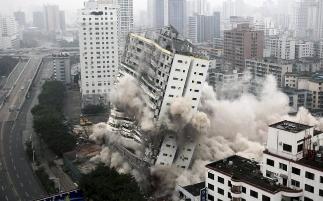 تخریب یک برج