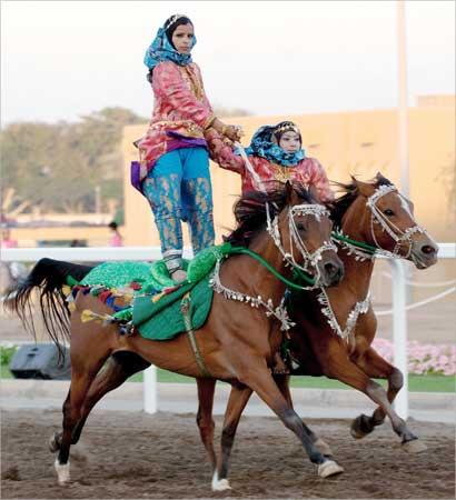 دختر اسب سوار (عکس)