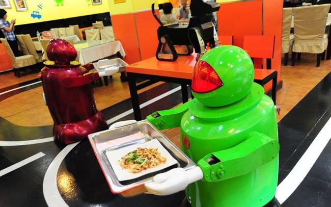 کارمندان ربات