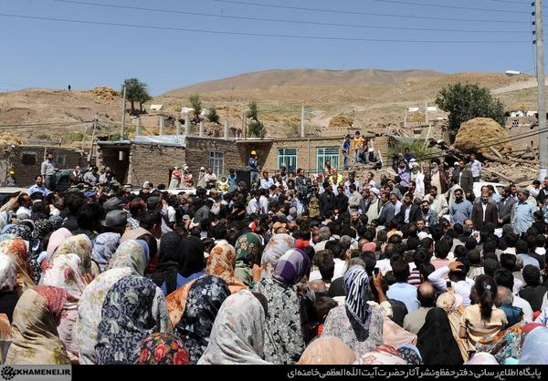 Image result for بازدید خامنه ای زلزله