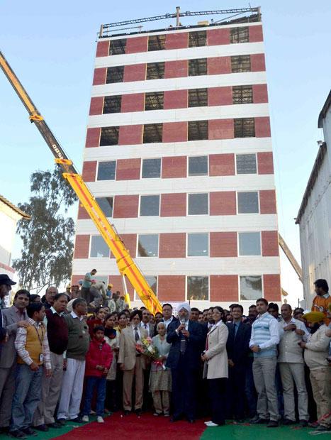 افتتاح یک ساختمان ده طبقه
