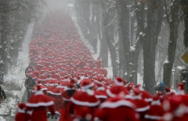 مسابقه دو با لباس بابانوئل