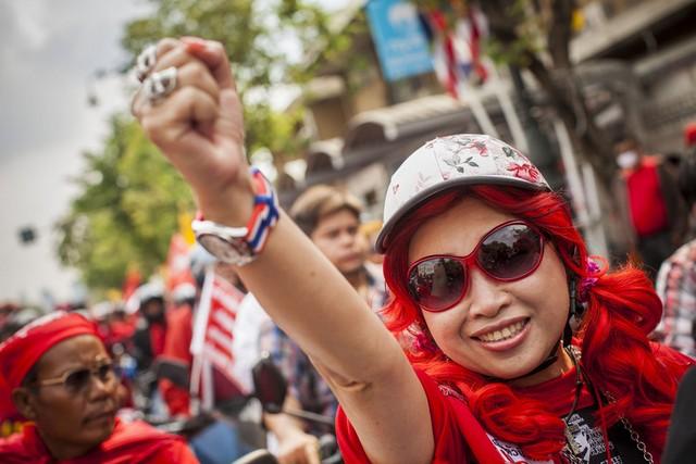 تظاهرات دوباره پیراهن قرمزها