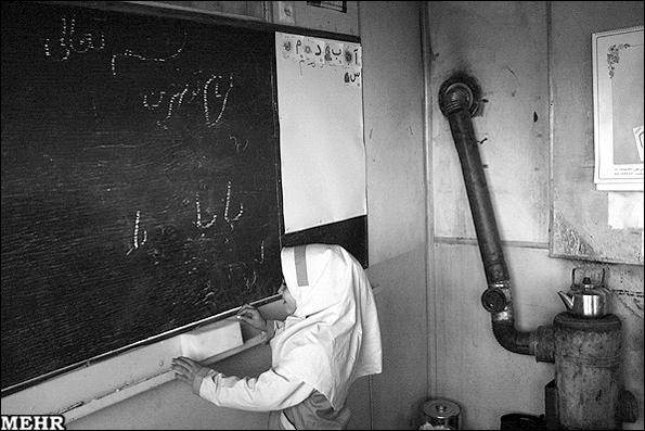مدرسه و بخاری قدیمی اش - عکس آرشیوی