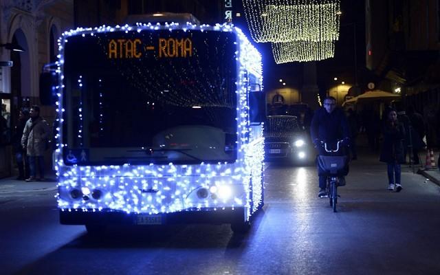 تزیینات کریسمسی اتوبوس ها