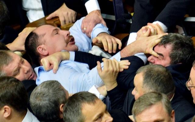 درگیری نمایندگان پارلمان اوکراین