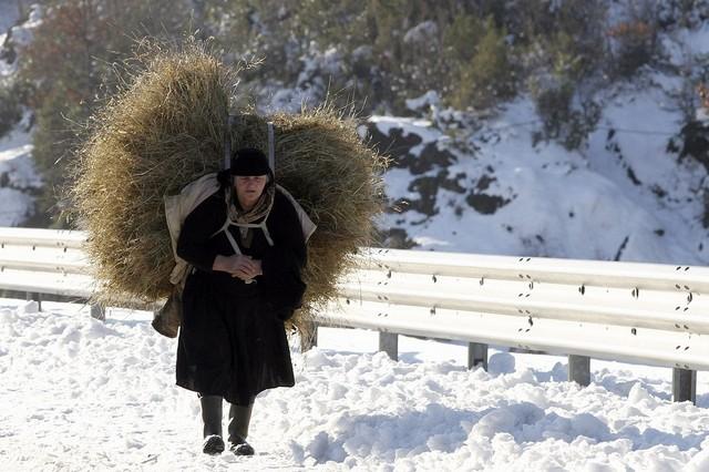 پیرزن روستایی در آلبانی