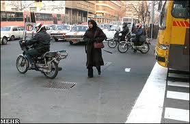 عبور از خیابان و موتورسوارها