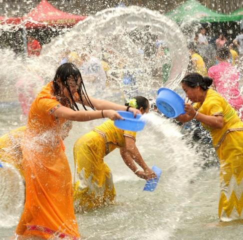 فستیوال آب پاشی