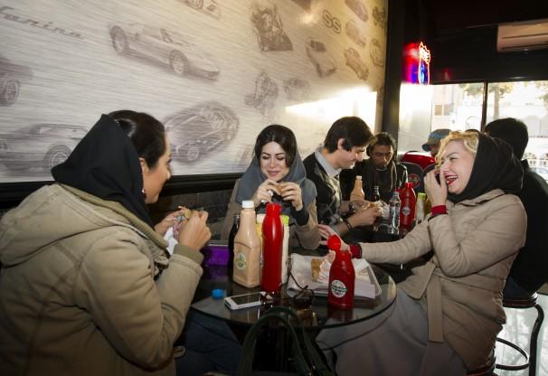 همبرگرخوری ایرانیها به روایت روزنامه آمریکایی (+عکس)