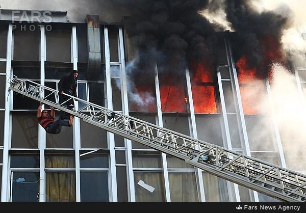یک مدیر شهرداری تهران: مرگ 2 زن در آتش سوزی خیابان جمهوری خواست و مشیت الهی بود