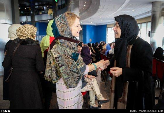 تصاویر: همسران رئیس جمهور روحانی، ظریف، وزیر ارشاد و .. در برج میلاد
