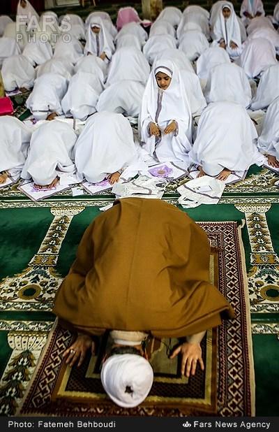 آئین جشن تکلیف دانش آموزان دختر (عکس)