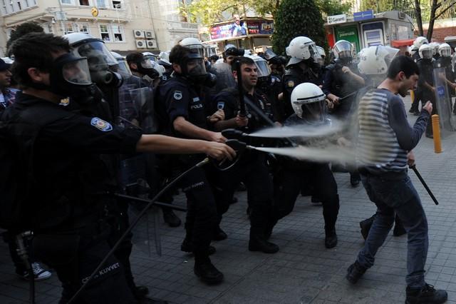 تظاهرات ضد دولتی