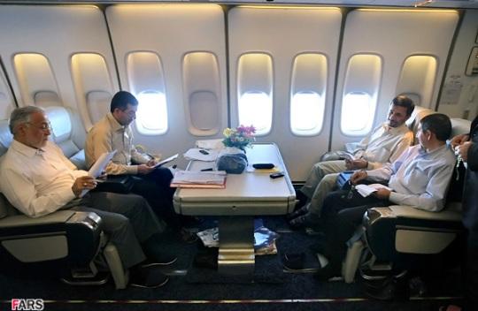 احمدی نژاد در هواپیما