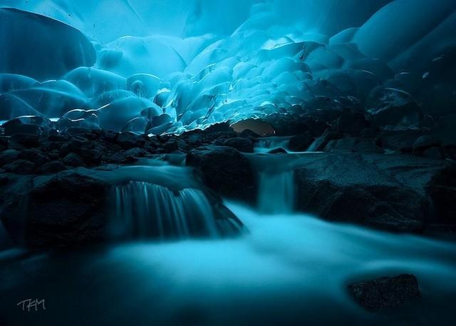 غارهای یخی مندنهال، جونو، آلسکا