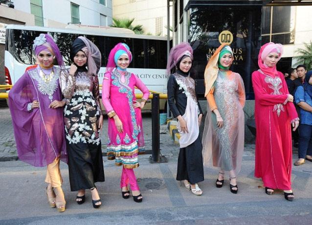 300605 119 - شو لباس زنان محجبه در اندونزی/ تصاویر