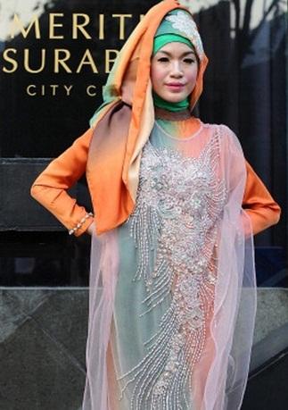 300609 353 - شو لباس زنان محجبه در اندونزی/ تصاویر