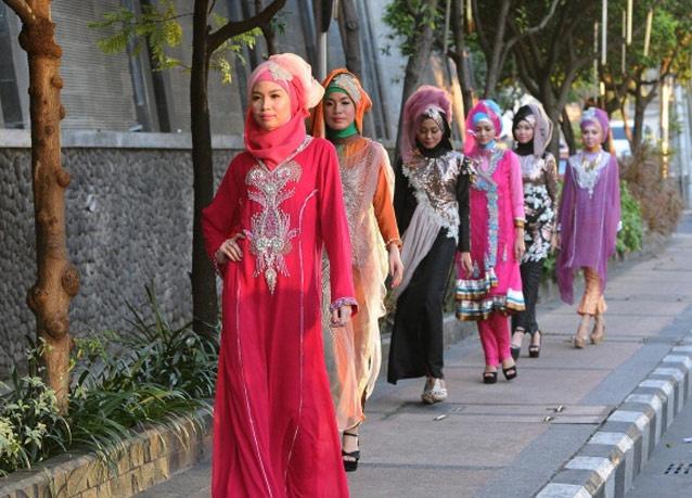 300611 102 - شو لباس زنان محجبه در اندونزی/ تصاویر