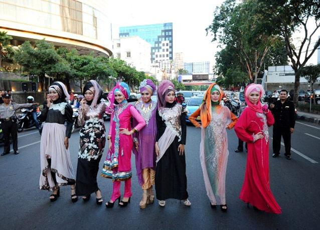300613 471 - شو لباس زنان محجبه در اندونزی/ تصاویر