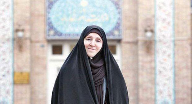 این خانم مواضع رسمی ایران را اعلام میکند؟ (+عکس)
