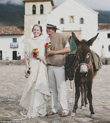 زوج انگلیسی 66 بار عروسی گرفتند (+عکس)