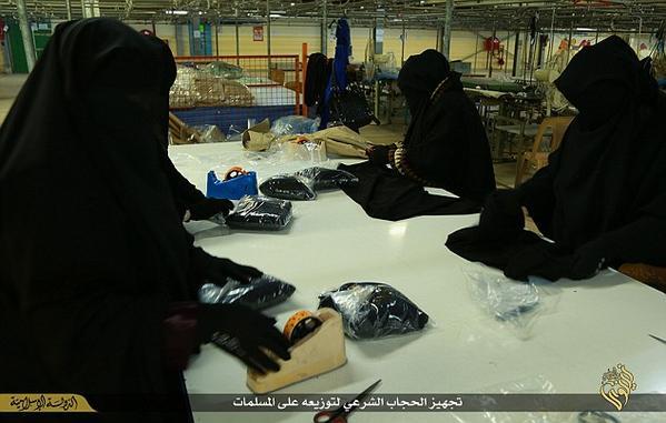 افتتاح نخستین کارخانه تولیدی داعش (+عکس)