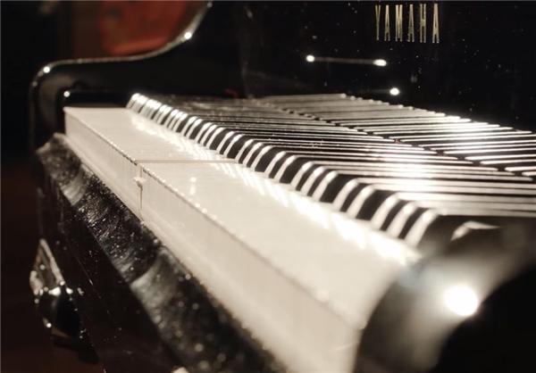 نواختن پیانو با پلک زدن+تصاویر
