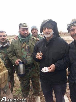 سردار سلیمانی در حال نوشیدن چای در تکریت(عکس)