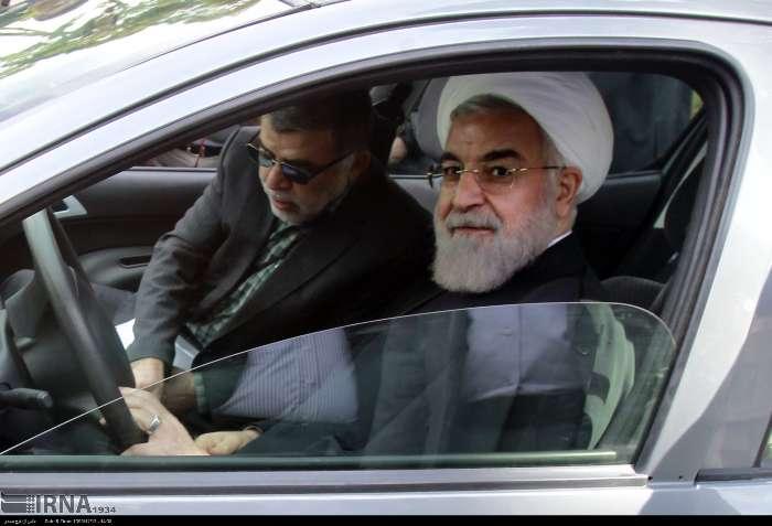 رانندگی روحانی (عکس)