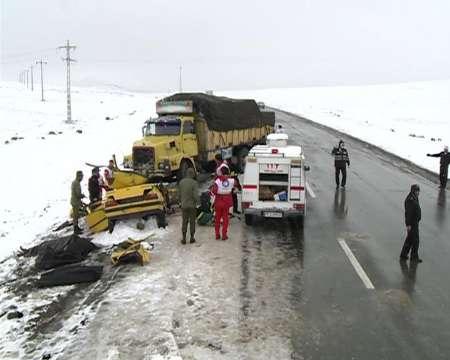 4 کشته و 2 مصدوم در تصادف ناشی از لغزندگی جاده (+عکس)