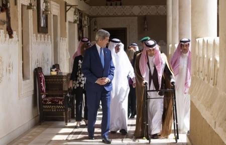 سعود الفیصل دست به عصا شد (عکس)
