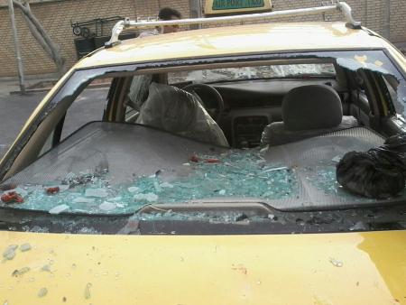 حمله گروه فشار به مطهری: زخمی شدن از ناحیه چشم/ شیشه خودرو شکسته شد/ محاصره 3 ساعته در کلانتری