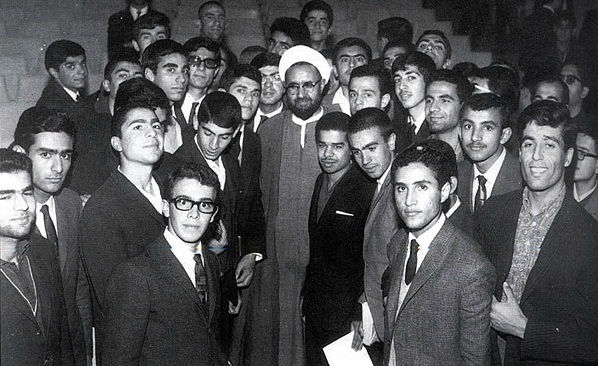 از سخنرانی های شهید مطهری در دانشگاه های رژیم گذشته تا ممانعت اوباش از سخنرانی فرزندش در دانشگاه شیراز