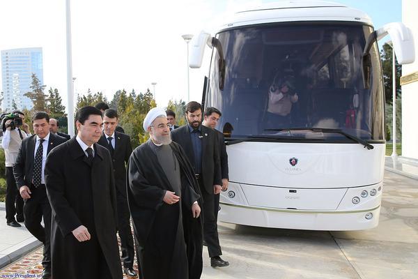 هدیه جالب روحانی به رییس جمهور ترکمنستان (+عکس)