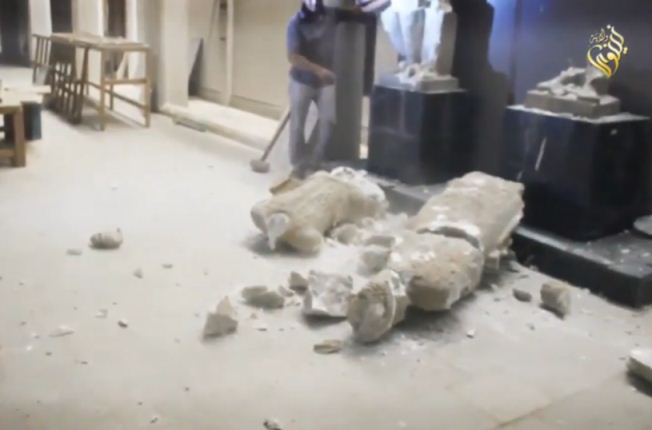 حمله داعش به موزه موصل و تخریب مجسمه های چند هزار ساله (+عکس)