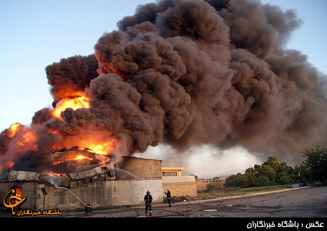 آتش سوزی در انبار بزرگ روغن قزوین (عکس)