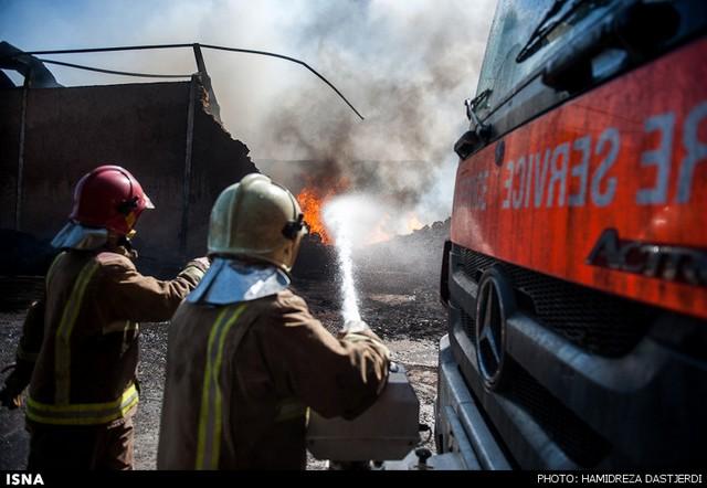 آتشسوزی انبار مواد شیمیایی در شورآباد - تهران (عکس)