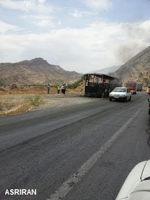 آتش سوزی یک اتوبوس در جاده شیراز (+عکس)