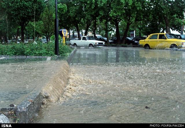 بارش شدید باران و آبگرفتگی در همدان (عکس)
