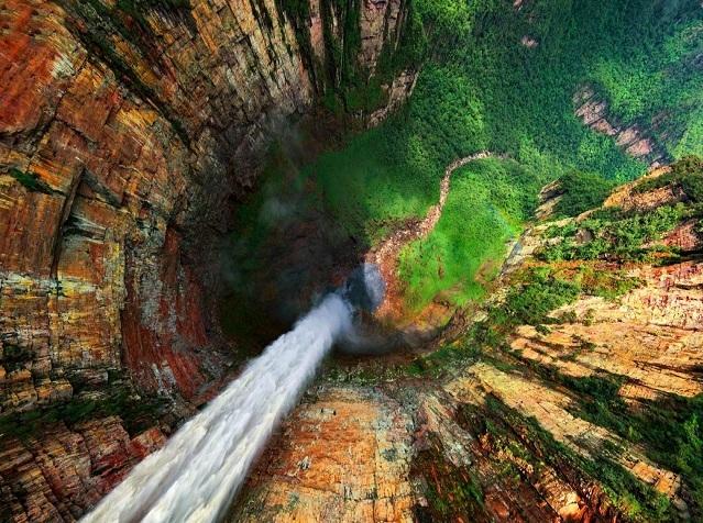 نمایی فوق العاده از آبشار 979 متری (عکس)