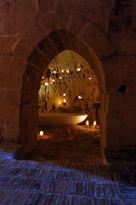 هتلی جالب با فضایی غار مانند (+عکس)